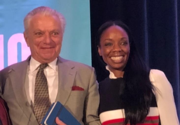 Vincent Felitti en Nadine Burke Harris tijdens de ACEs Conference in 2018 (San Francisco). Hun werk staat centraal tijdens het VKJP-congres.